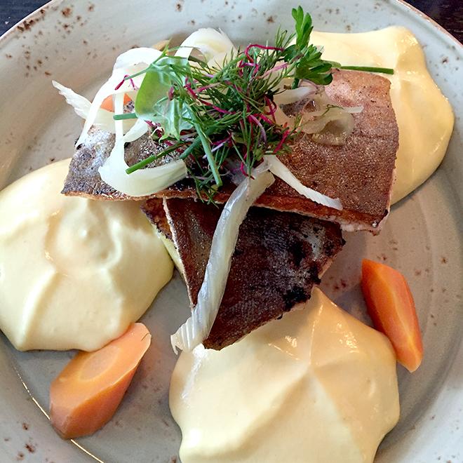 別のレストランで食した北海のマス。マスは絶滅に瀕していないので安心して食べられる