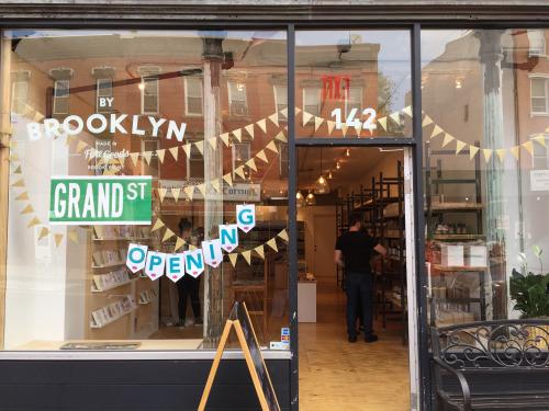 バイ・ブルックリンの2号店。入った瞬間に、ほのかに新しいペンキのにおいもして、オープンしたての空気感が伝わってきた。