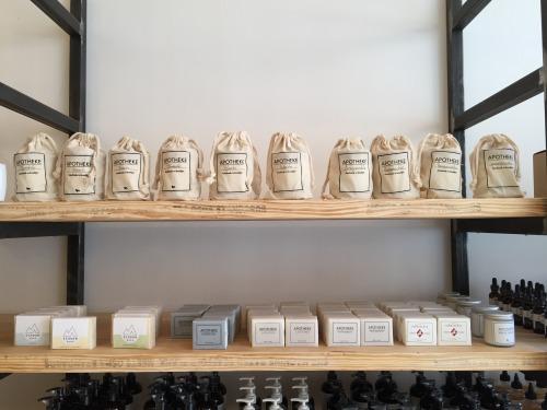 バイ・ブルックリンで販売している「アポテーケ」という地元の石けんメーカー。キャンドルも生産。全て天然素材を使用し、ハンドメイドである。