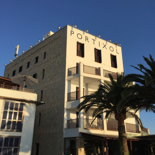 筆者が滞在したのがポルティチョール・ホテル。スウエーデン人がオーナーというだけあって、内装は北欧的でクリーン。朝食のレベルが非常に高い