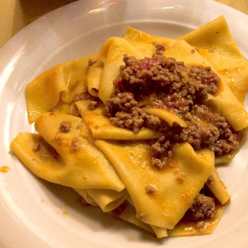 「ペンサーヴォ・ペッジオ」というレストラン(イタリア語で状況がもっと悪かったかも、という不思議な名前)でのホームメイド・パスタも忘れられない味となった