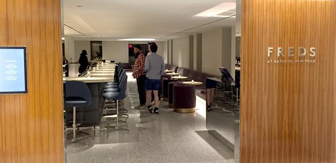 バーニーズ・ニューヨーク内に夜オープンする「フレッズ」というバー