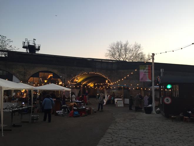 こちらはフラット・アイロン・スクエアに隣接するアンティークマーケット