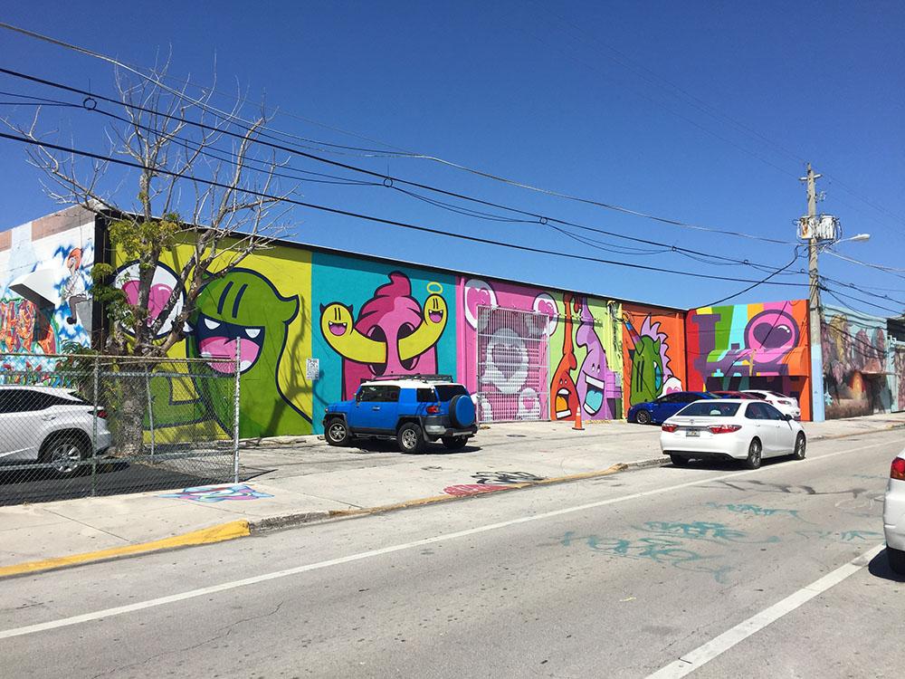 この通りウインウッド中の倉庫が、アーティストたちのキャンバスである